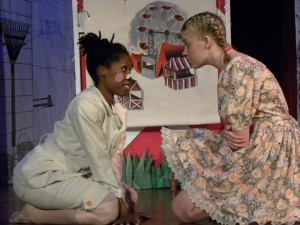 Koqunia and Shannon in Charlotte's Web 2010